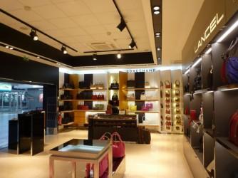 Khẳng định thương hiệu cao cấp với thi công nội thất showroom tại ZOZA!!